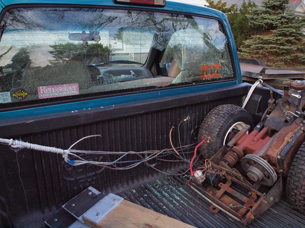 TruckRearWindowEpicFail_03.jpg